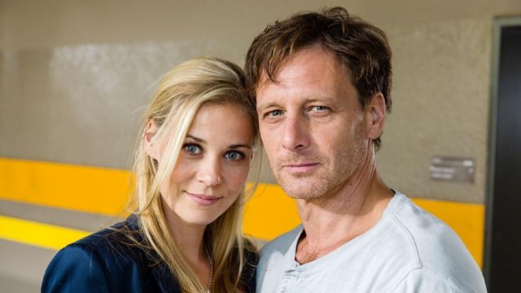 Karin Noske (Jessica Ginkel) und Stefan Vollmer (Hendrik Duryn) hadern mit ihren Gefühlen füreinander. (Foto)