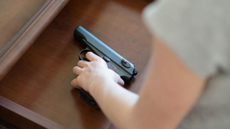 In den USA hat sich ein vierjähriger Junge selbst in den Kopf geschossen. (Foto)