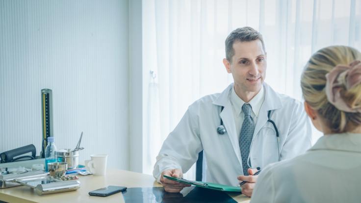 Auf direkten Kontakt zum Hausarzt müssen Patienten aktuell verzichten. (Foto)
