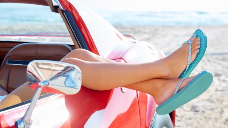 Autofahren mit Flip Flops. Erlaubt oder verboten? (Foto)