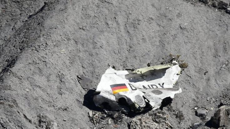 Ein Wrackteil der Germanwings-Maschine am Unglücksort.
