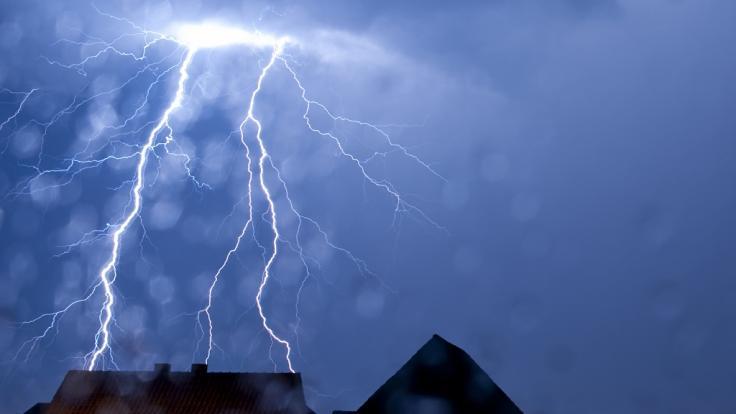 Bevor die Hitzewelle Deutschland erreicht droht Unwetter.