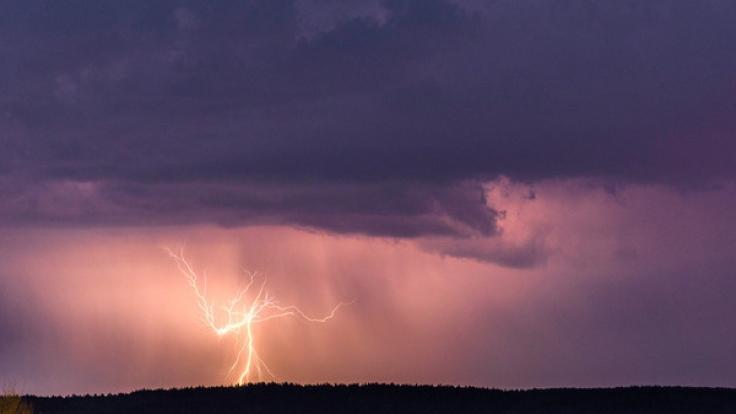 Je näher das Wochenende rückt, desto größer wird die Gefahr heftiger Unwetter in Deutschland.