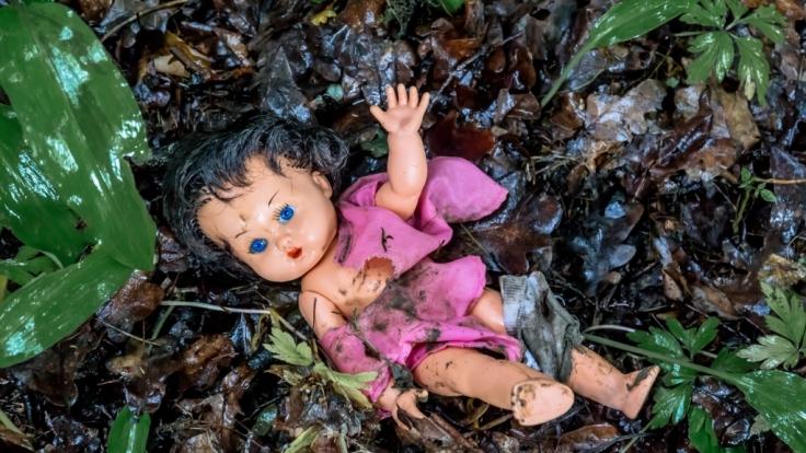 Grausiger Fund in Weißenfels: Eine Babyleiche soll bereits mehrere Tage neben einer Arztpraxis gelegen haben. (Foto)