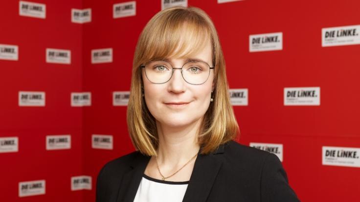 Seit 2020 ist sie Linken-Fraktionschefin in Sachsen-Anhalt. So lebt Eva von Angern privat. (Foto)
