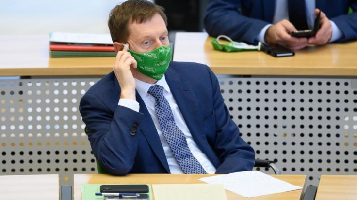 Sachsens Ministerpräsident Michael Kretschmer (CDU) erwägt offenbar die komplette Abriegelung besonders vom Coronavirus betroffenen Ortschaften im Freistaat. (Foto)