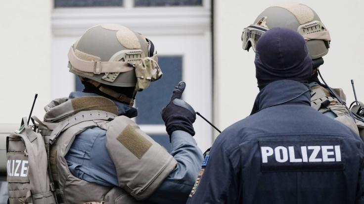 Die Polizei hat am Mittwochmorgen großangelegte Durchsuchungen in vier Bundesländern gestartet (Symbolbild). (Foto)