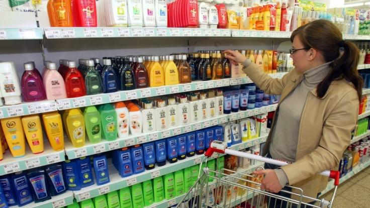 Immer noch enthalten viele Kosmetik-Produkte sogenannte Parabene - Inhaltsstoffe, die schon länger als krebserregend gelten.