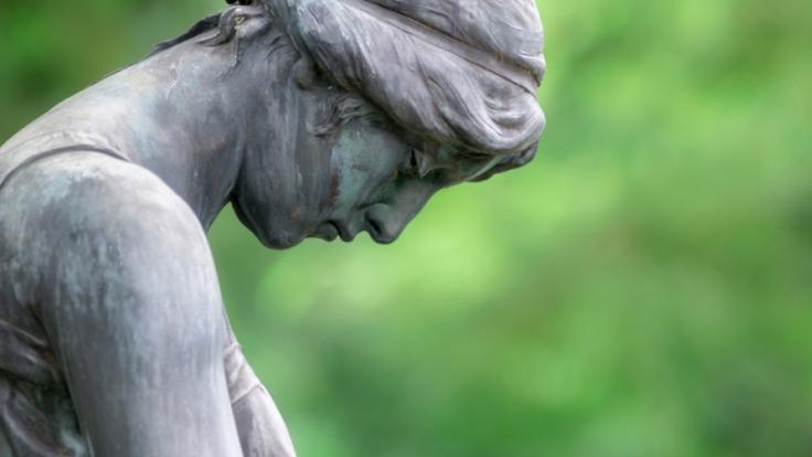 Ein Friedhofsmitarbeiter wurde lebendig begraben. (Foto)